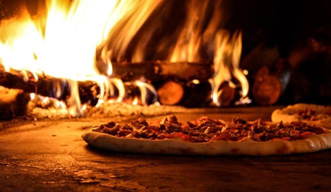 приготовление пиццы в печи римская пиццерия