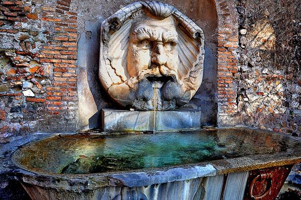Апельсиновый сад в Риме - Фонтан
