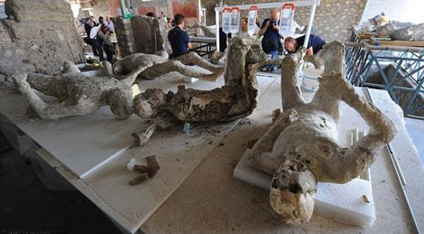 Археологические раскопки в Помпеях