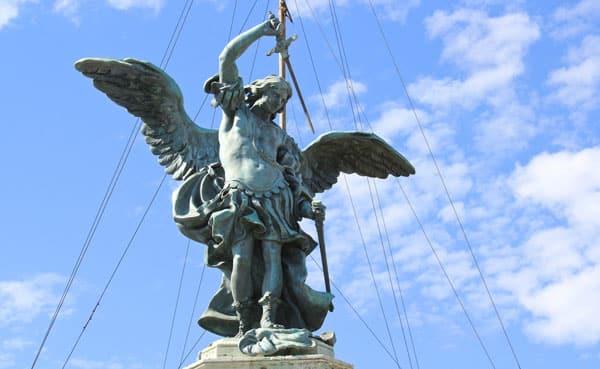Замок Святого Ангела в Риме - Бронзовая статуя архангела Михаила