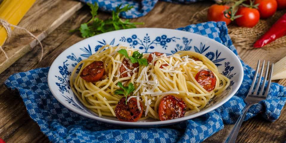 Спагетти с сушеными томатами