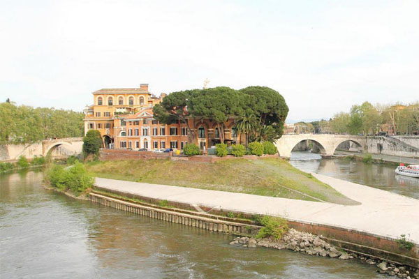 Остров Тиберина в Риме - Госпиталь
