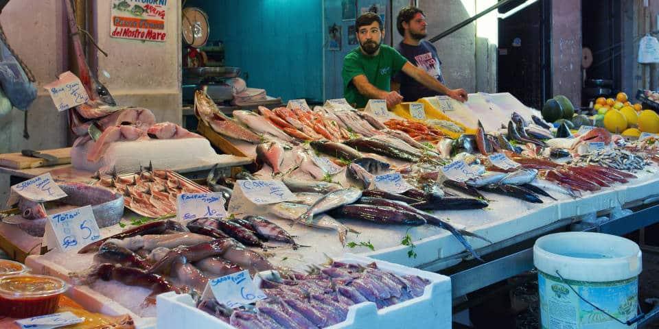 Продавцы рыбы в Италии