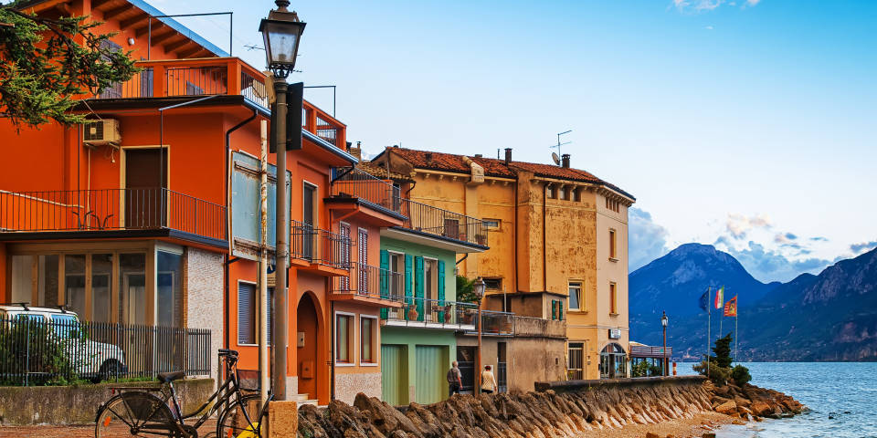 Бренцоне - город на озере Гарда