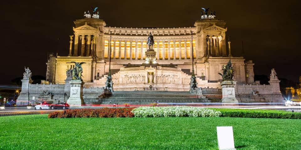 Альтарь Отечества в Риме ночью