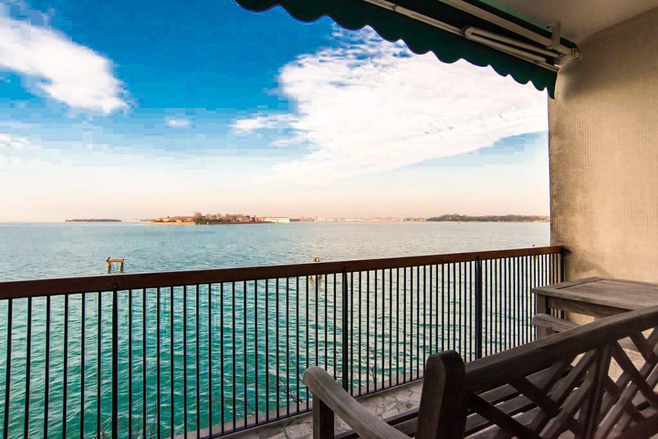 Апартаменты с видом на лагуну в лидо Венеция