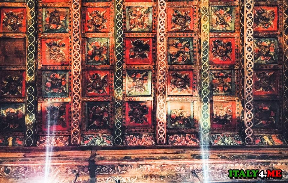 потолок монастыря Тор де Спекки в Риме