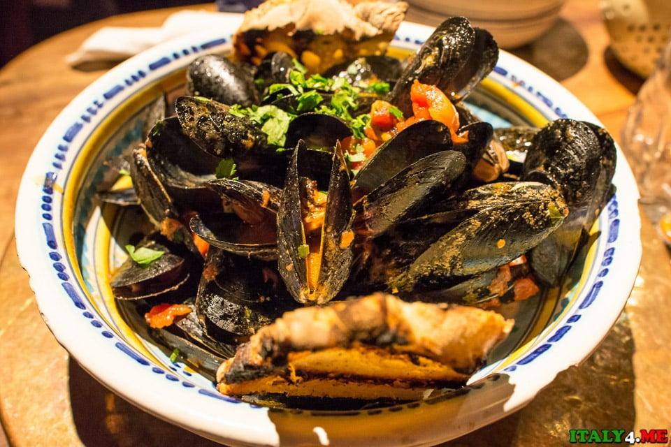 Ресторан во Флоренции Osteria Santo Spirito огромная тарелка супа с мидиями