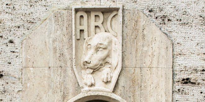 Фонтан для собак в Риме