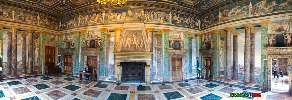 Роспись Бальдассаре Перуцци в каминном зале на вилла Фарнезина