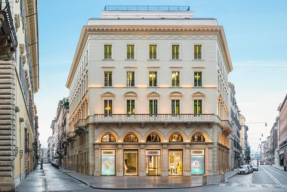 Дворец Palazzo Fendi в Риме