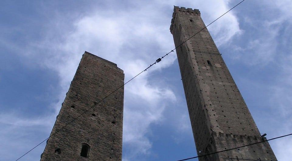 две падающие башни
