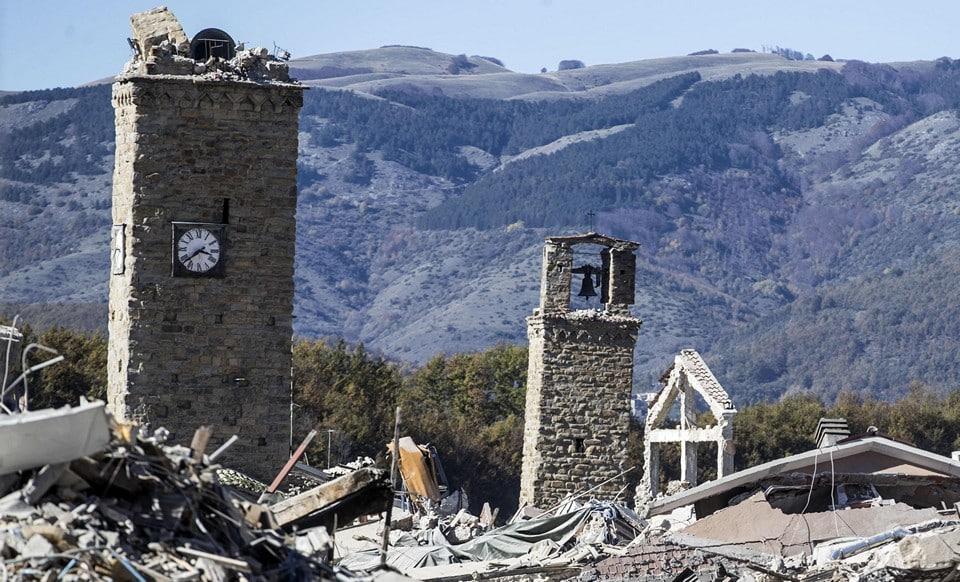 Аматриче уничтожен фасад
