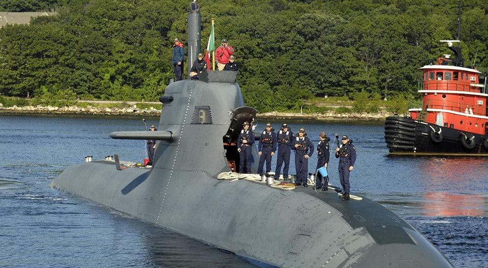 фото подводника у подводной лодки