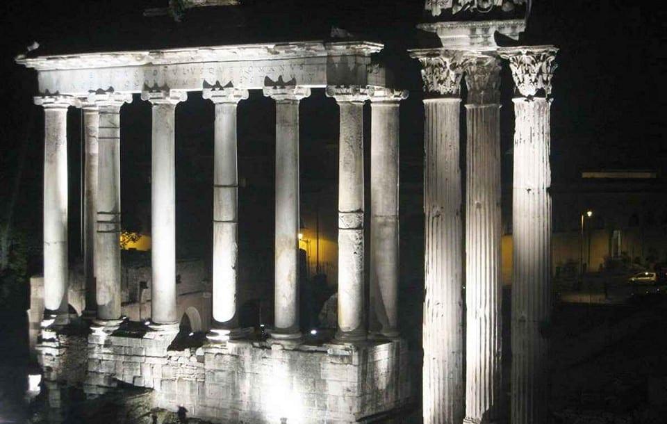 Руины храма Сатурна ночью