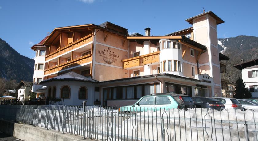 Отель 4 звезды Hotel Cristina