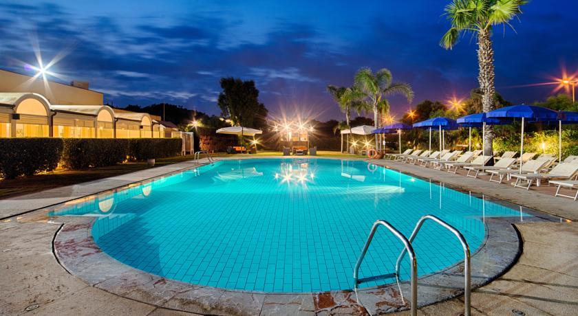 Отель NH Parco degli Aragonesi