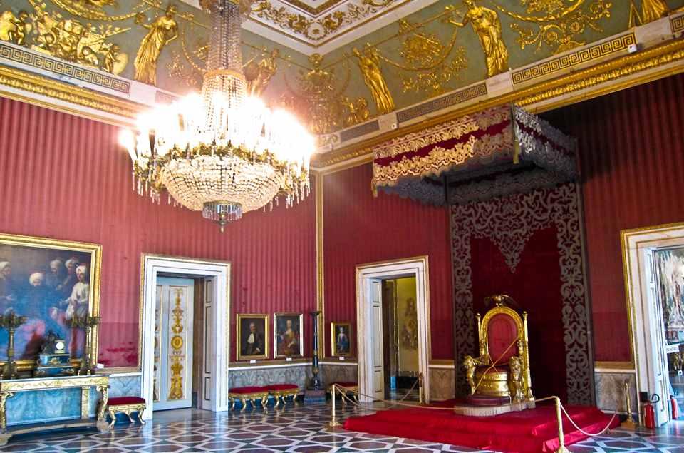 Королевский дворец в Неаполе, тронный зал