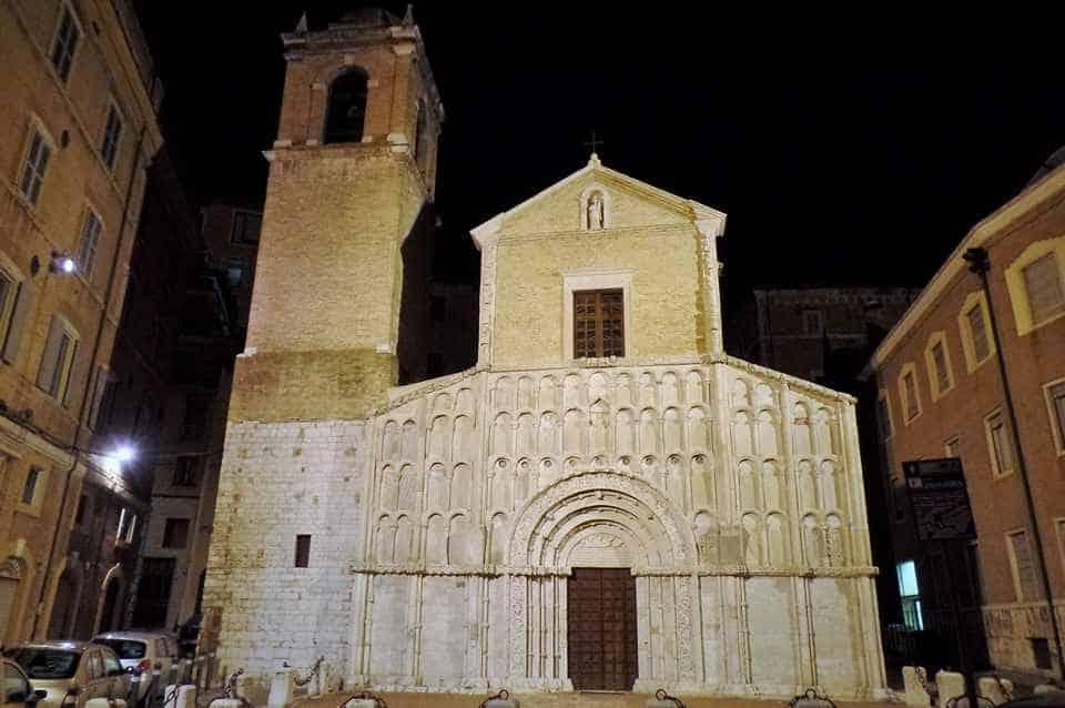 Церковь Санта Мария делла Пьяцца