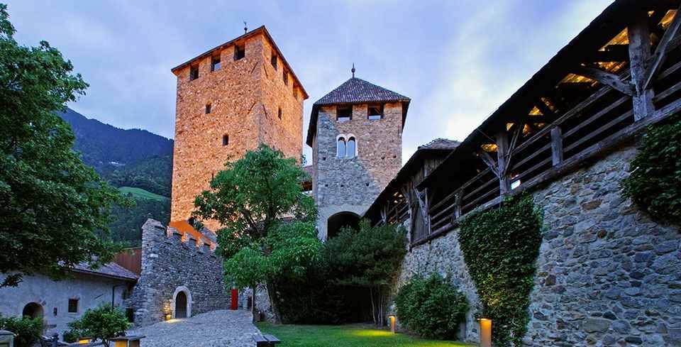 Замок Тироло