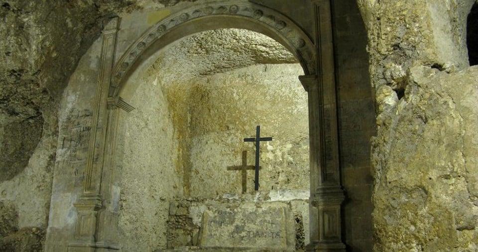 Пещерный склеп и церковь святой Реституты