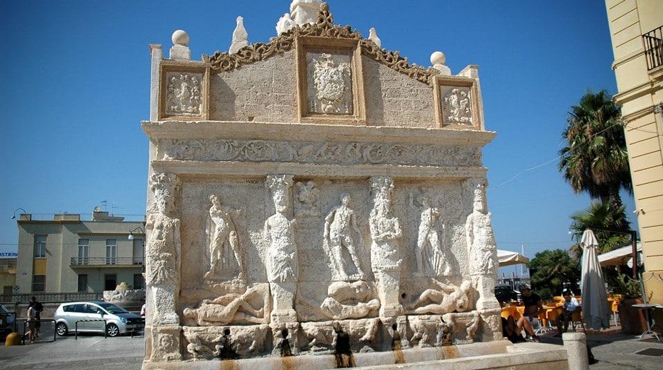 Греческий фонтан