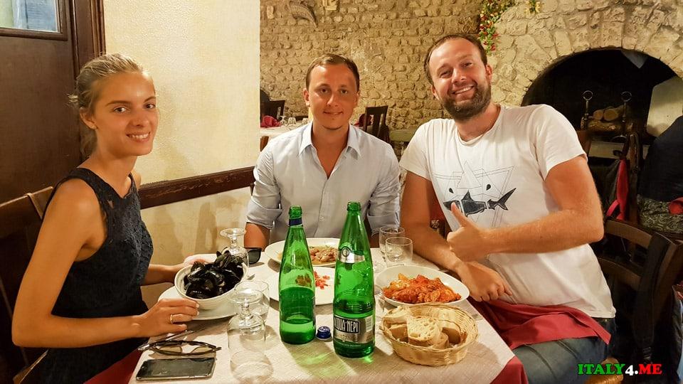Артур и Яна Якуцевич за обедом в римском ресторане Импичетта