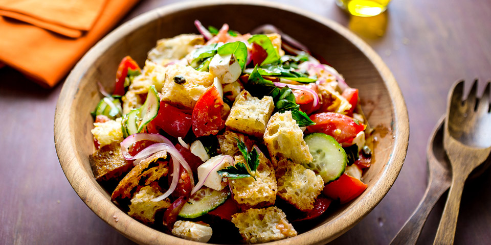 традиционный салат panzanella во Флоренции