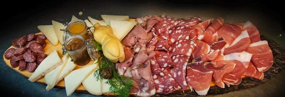 Tagliere — нарезка из сыров и колбасных изделий