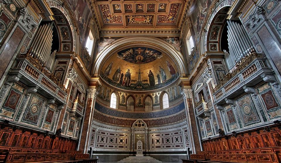 Базилика Сан-Джованни ин Латерано изнутри