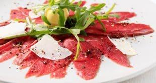 Изысканная итальянская холодная закуска Карпаччо