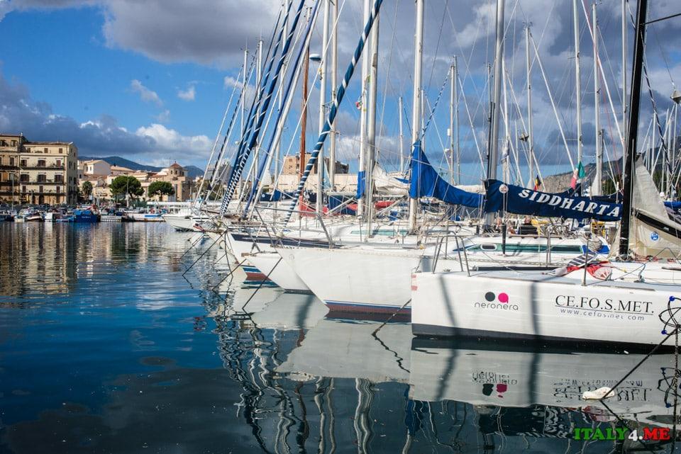 Яхты по порту Палермо, Сицилия
