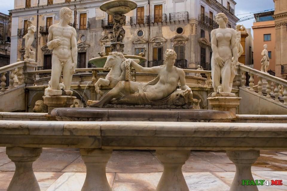 Обнаженные статуи фонтана стыда в Палермо, Сицилия