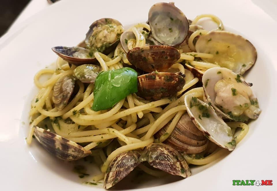 спагетти с моллюсками с соусом песто
