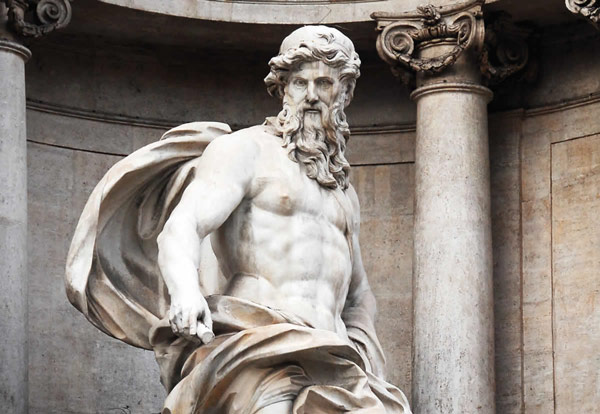 центральная статуя фонтана Треви