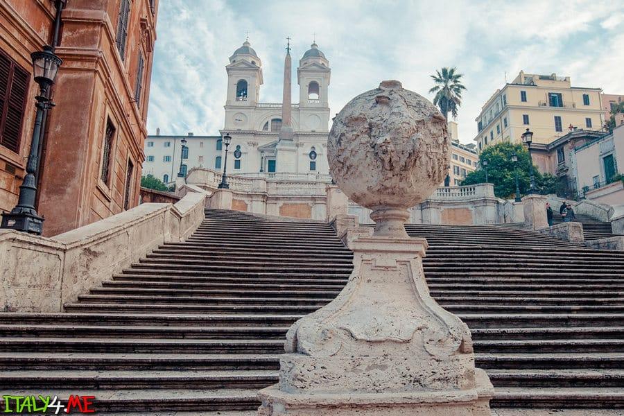 Испанская лестница в Риме утром