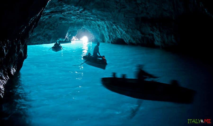Голубой грот - главная достопримечательность острова Капри