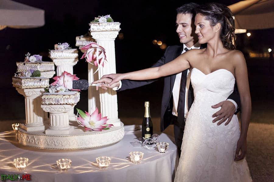 Итальянская свадьба - разрезание торта