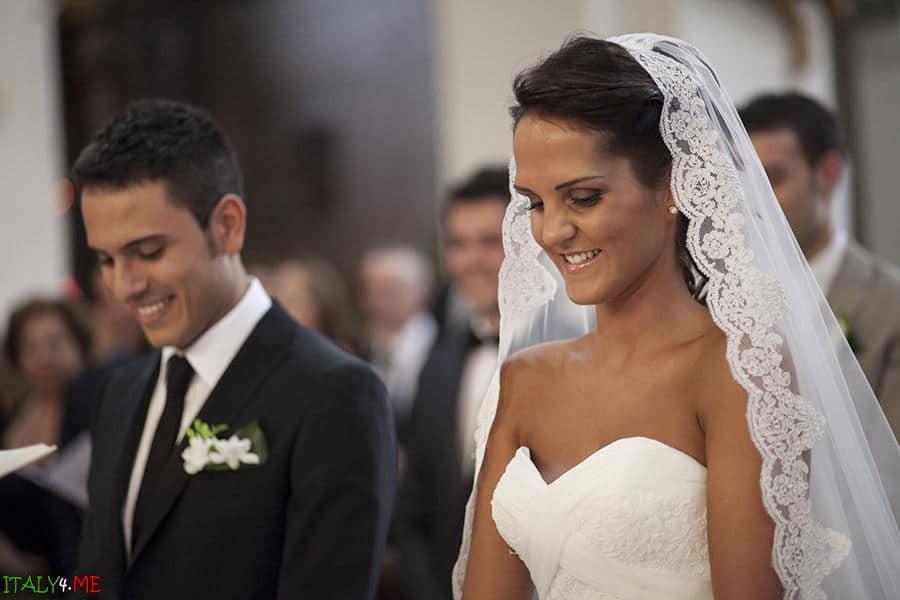 Красивая свадебная церемония в соборе Duomo di Faenza