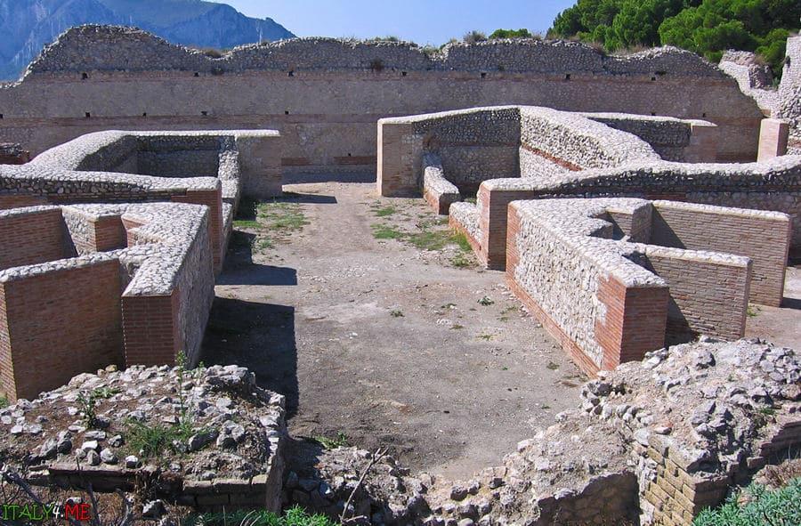 Вилла Юпитера на острове Капри в Италии