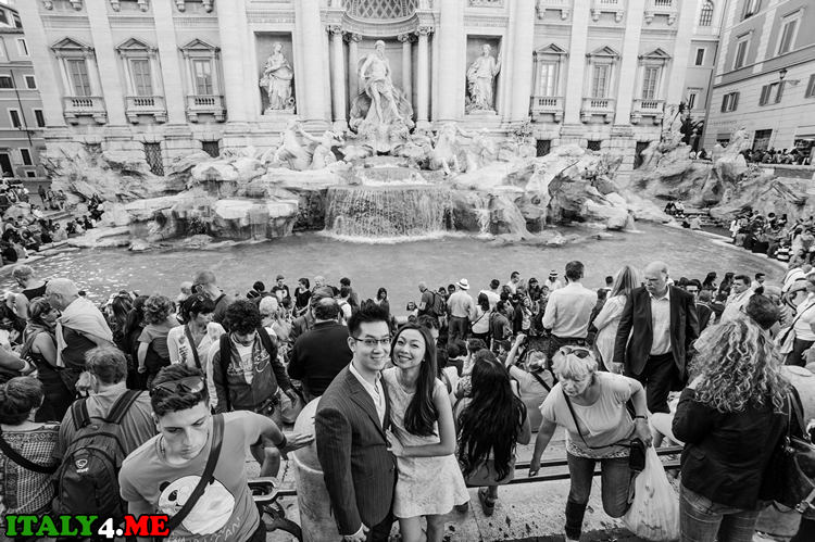 Фонтан де Треви в Риме днем