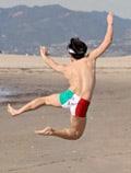 веселая жизнь в Италии на пляже