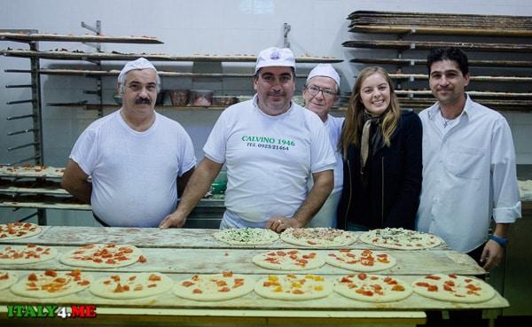 Яна Якуцевич на кухне пиццерии