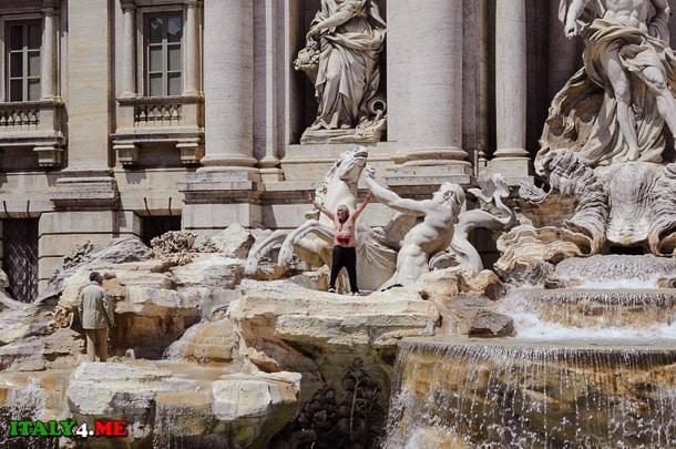 Роберто Черчелетта в римском фонтане Де Треви