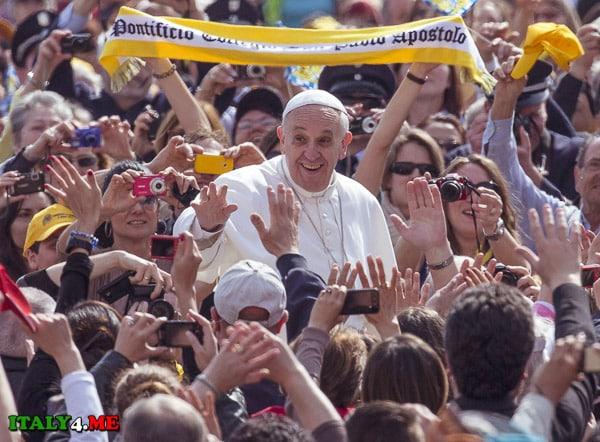 Папа Римский Френческо и итальянцы