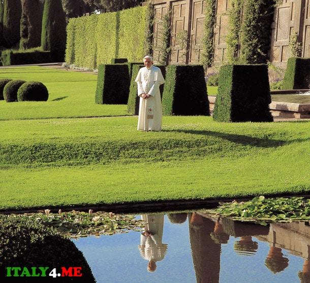 папа римский Франциск в летней резиденции