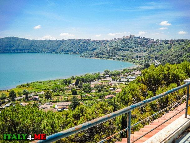 вид на албанское озеро с Кастель Гандольфо