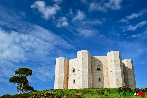 Замок Монтебелло (Castello Montebello) рядом с Римини