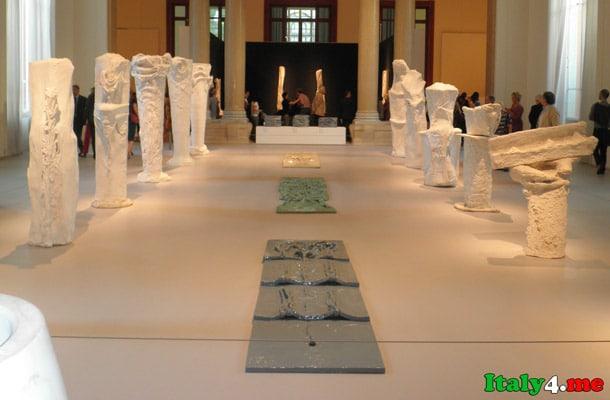 скульптуры в Национальной галерее современного искусства Рим