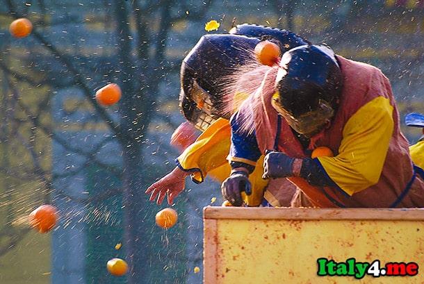 фестиваль апельсины Италия битва